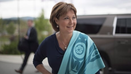 Christy Clark says she won't accept Liberal adoption of Harper's health-care limits