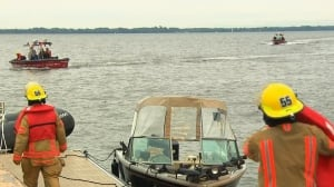 Montreal firefighters search for boater missing in Lac Saint-Louis