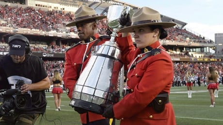 grey-cup-mounties-620