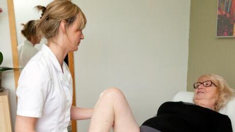 Woman with knee osteoarthritis