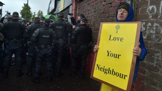 Love Your Neighbour - 86209383