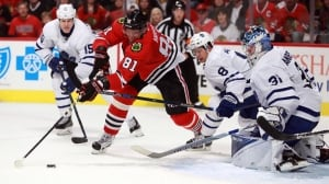 Maple Leafs blow 3rd period lead, fall to Blackhawks in SO