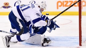Steven Stamkos answers Leafs fans' boos with 2 quick goals