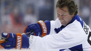 Could Wayne Gretzky set records in today's NHL?