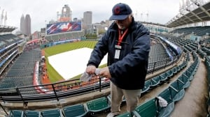 MLB hopes to play through rain for World Series Game 2 in Cleveland