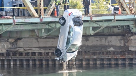Car pulled out of lake