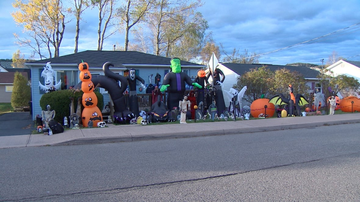 Saint john woman has halloween decorating obsession new brunswick cbc news - Halloween decorations toronto ...
