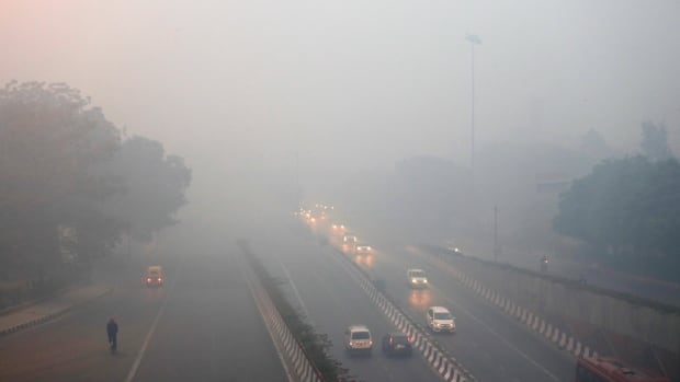 Smog engulfs Indian capital, air quality plunges to 'severe' category