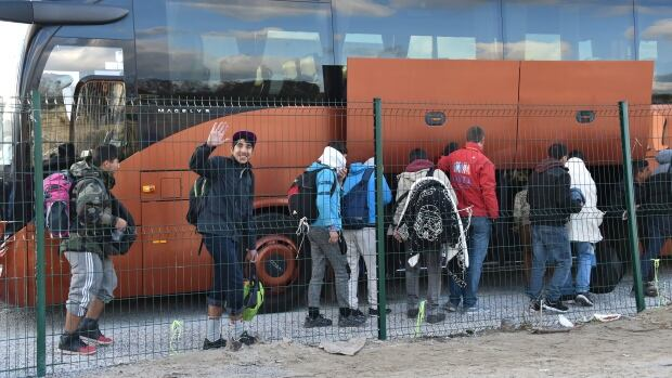 calais underage migrants begin departing by bus to uncertain future world cbc news. Black Bedroom Furniture Sets. Home Design Ideas
