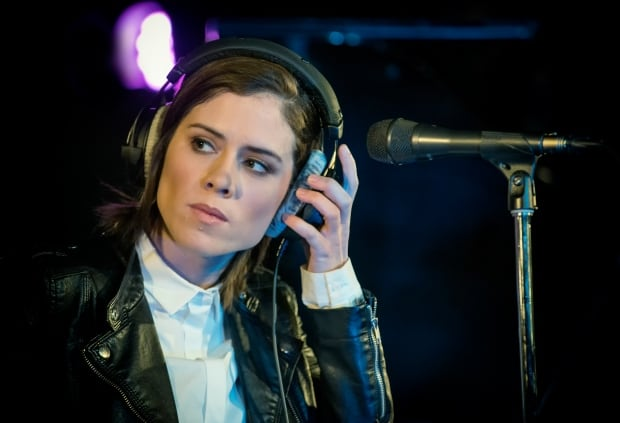 Sara quin and kaki king dating. Dating for one night.