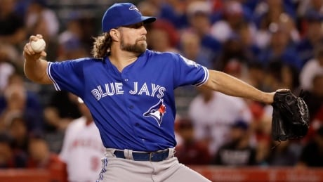 Ex-Jays hurler R.A. Dickey signs 1-year deal with Braves