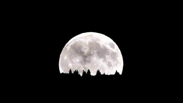 Closest supermoon set for today - watch for spring tide