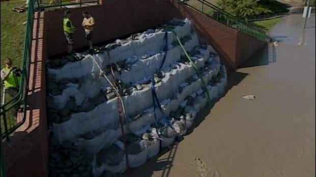 Medicine Hat in flood fight