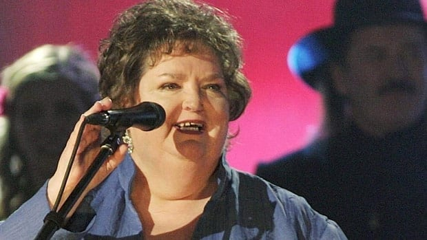 Beloved singer Rita MacNeil dies at 68