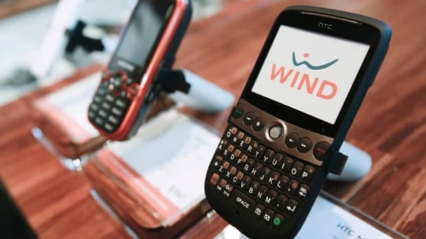 Wind Mobile now has 702,000 subscribers, but its parent company is still keen to sell it. (Reuters)
