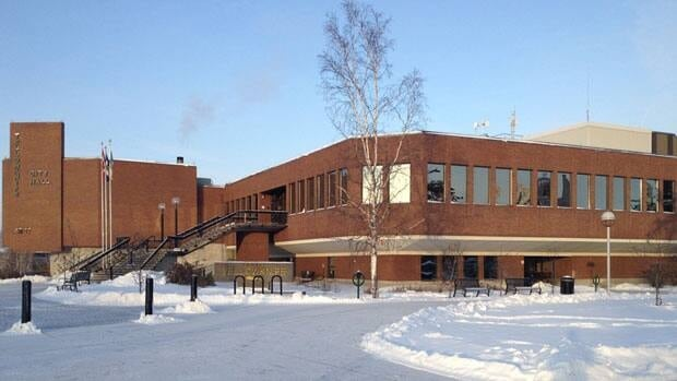 The City of Yellowknife has hired Dennis Kefalas as its new senior administrative officer.