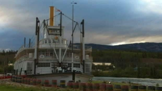 Private business operators will be able to provide guided tours at two national historic sites in the Yukon, including Whitehorse's S.S. Klondike, MP Ryan Leef announced Friday.