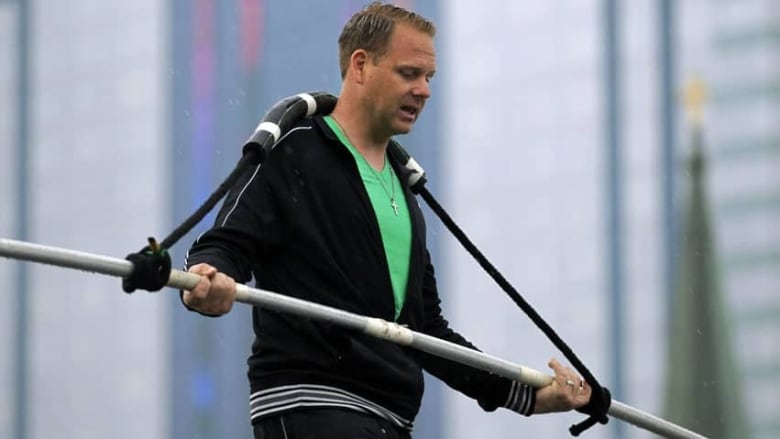 High-wire artist Nik Wallenda breaks his own world record at Calgary Stampede