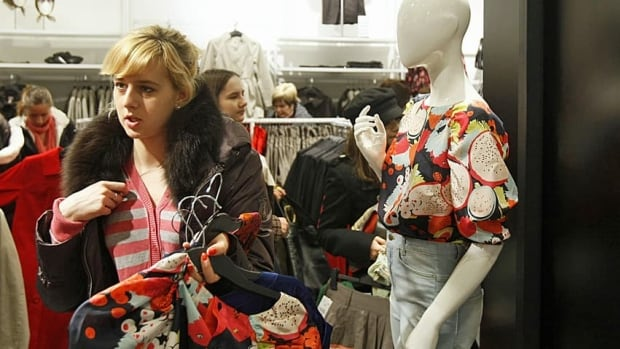 Women's clothing prices dropped by one per cent in March, after decreasing by 3.5 per cent in February.