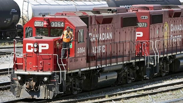Canada's two main freight rail lines both saw higher volumes in the fourth quarter.