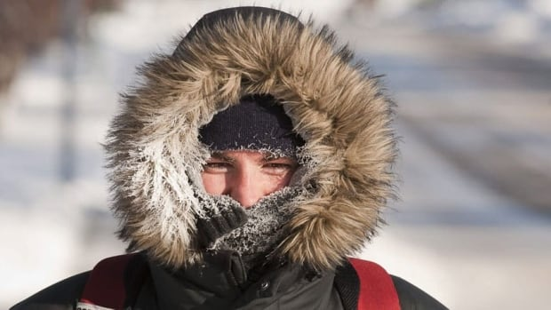 With temperatures hitting -40 C with wind chills, Calgarians are being warned to bundle up to avoid frostbite. (Jeff McIntosh/Canadian Press)