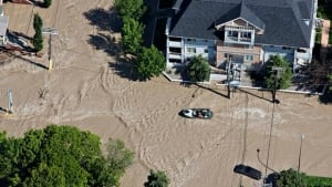 calgary-flood-852-rtx10x7y-chat-8col