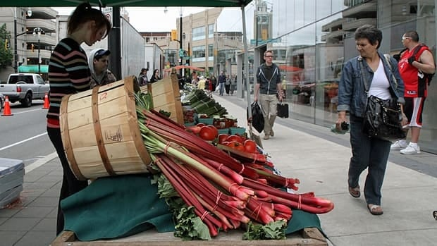Vendors sell fresh produce at a stall outside the Hamilton Farmers' Market on June 8. (Cory Ruf/CBC)
