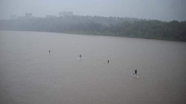 li-river-surfers