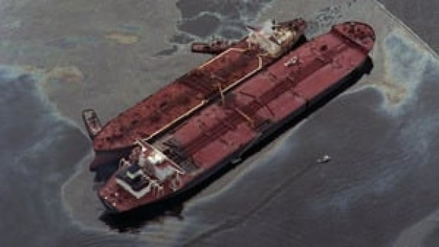 hi-file-photo-exxon-valdez-852-cp-00262832-4col