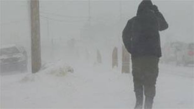 mi-iqaluit-blizzard-march-11-2013