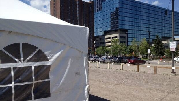 A tent has been put up in downtown Calgary for Muslim taxi drivers, busy with Stampede customers, can observe the holy rituals of Ramadan.