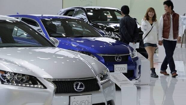 Lexus, Porsche, Lincoln and Toyota owners reported the fewest number of problems with their three-year-old cars, while Jeep, Mitsubishi, Dodge and Land Rover owners had the most, J.D. Power and Associates says.