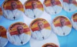 si-argentina-pope-buttons-1