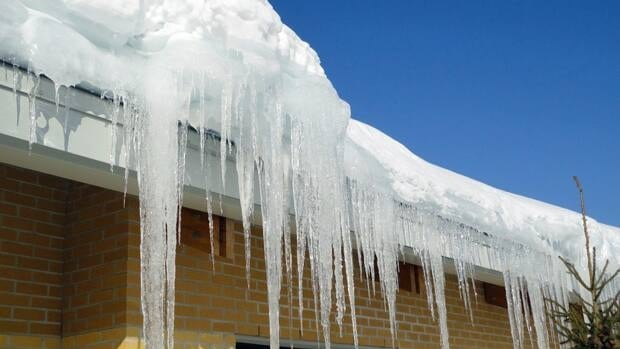 Ice damming and subsequent leaking at the Meno Ya Win Health Centre in Sioux Lookout has prompted the hospital to take legal action against the designer and builder.