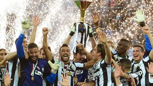 Juventus celebrates with the Serie A trophy after their match with Cagliari.