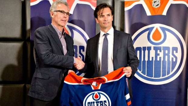 Edmonton Oilers general manager Craig MacTavish introduces the new head coach of the Edmonton Oilers, Dallas Eakins, right, during a press conference in Edmonton on Monday.