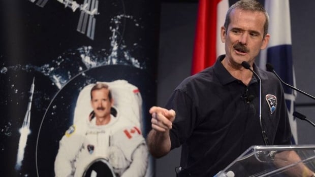 Astronaut Chris Hadfield retires from Canadian Space Agency