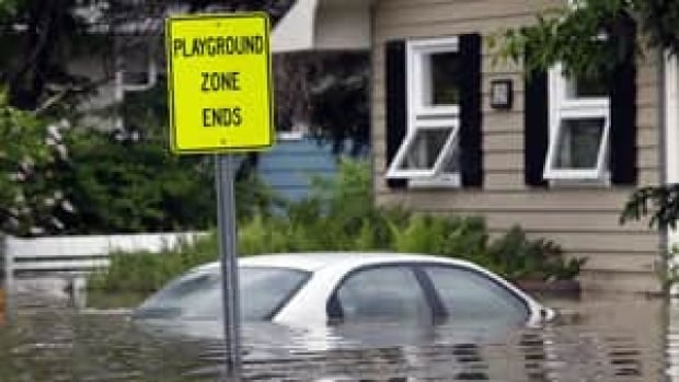 mi-highriver-flood-04618922