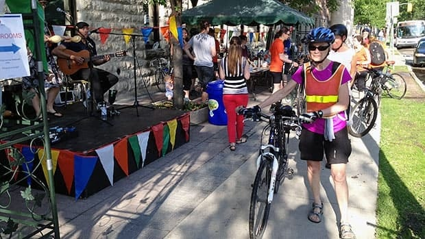 Entertainment, snacks and drinks greeted cyclists Friday at a Bike to Work pit stop near Misericordia Hospital.
