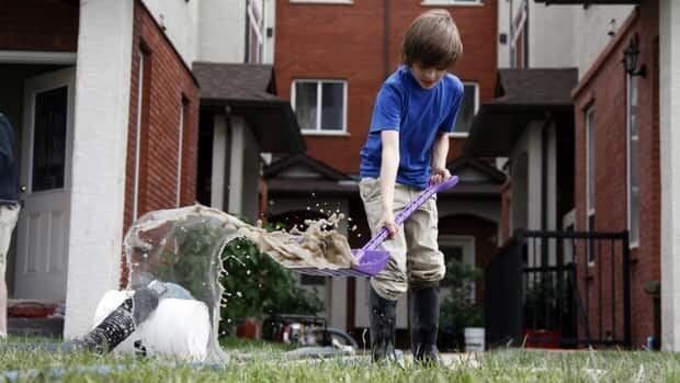 hi-calgary-flooding-clean-up-child-8col