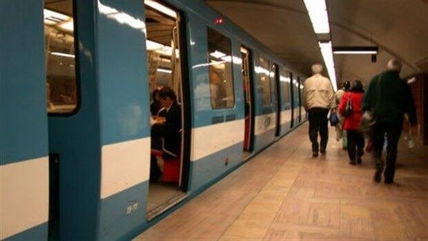 A Concordia student plans to contest a ticket he received for delaying the Montreal metro when the doors unexpectedly shut on him.
