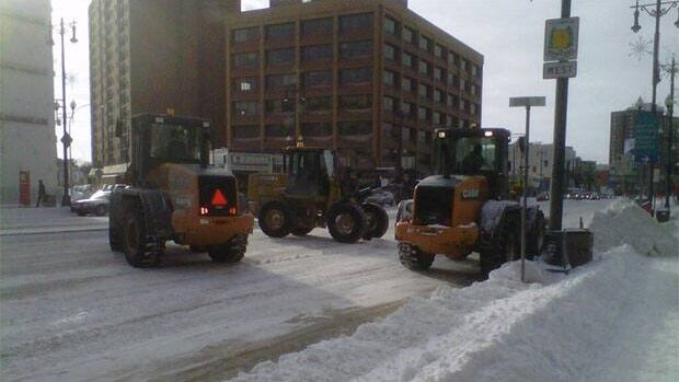 Snow removal crews start clearing up Portage Ave.