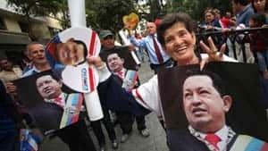 si-chavez-caracas-crowd-300-ap-04009646