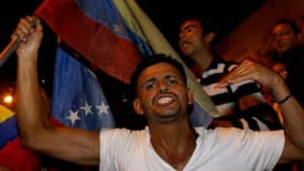 ii-chavez-supporter-rtr3emm