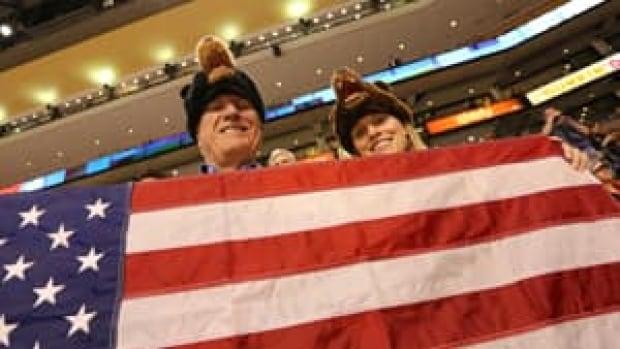 mi-us-flag-fans-300-image-