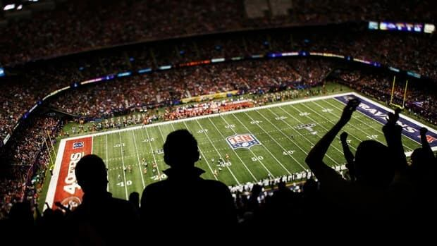 A general view of fans cheering as the San Francisco 49ers play against the Baltimore Ravens during Super Bowl XLVII at Mercedes-Benz Superdome on February 3, 2013 in New Orleans, Louisiana.