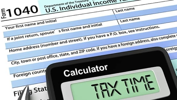 The IRS says nearly a million Americans are owed tax rebates from 2009, but haven't claimed them.