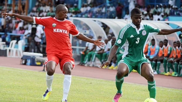 Kenya's David Wainaiwa, left, vies for the ball with Nigeria's Elderson Echiejile on March 23, 2013 in Calabar.