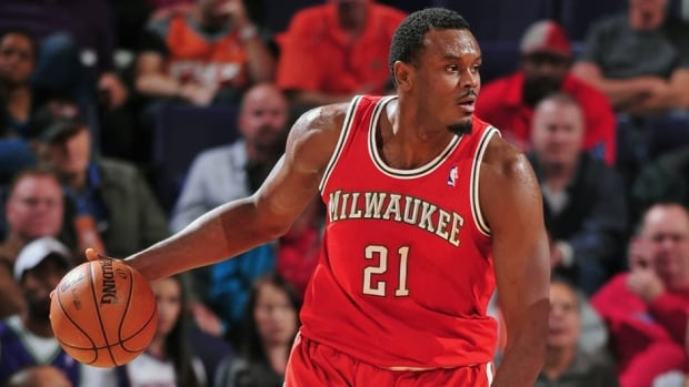 Samuel Dalembert, who played for the Milwaukee Bucks last season, has signed on to play with the Dallas Mavericks. Dalembert will earn $7.5 million US over the next two seasons.