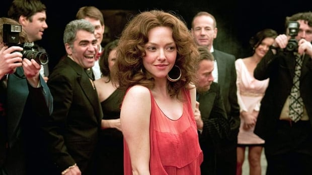 Lovelace stars Amanda Seyfried as porn star Linda Lovelace and chronicles her abusive marriage to Chuck Traynor (played by Peter Sarsgaard) and how she came to work on Deep Throat.